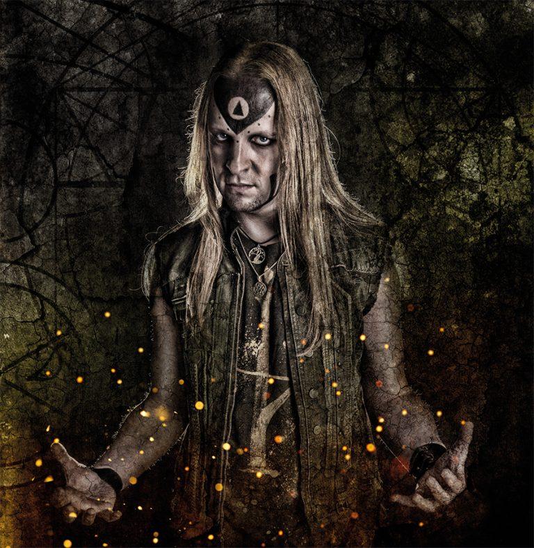 Aydan, do Elvenking, uma das atrações do Dark Dimensions Folk Festival