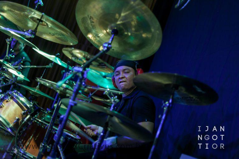 Vitek retorna ao posto de baterista da banda mineira Dynasty