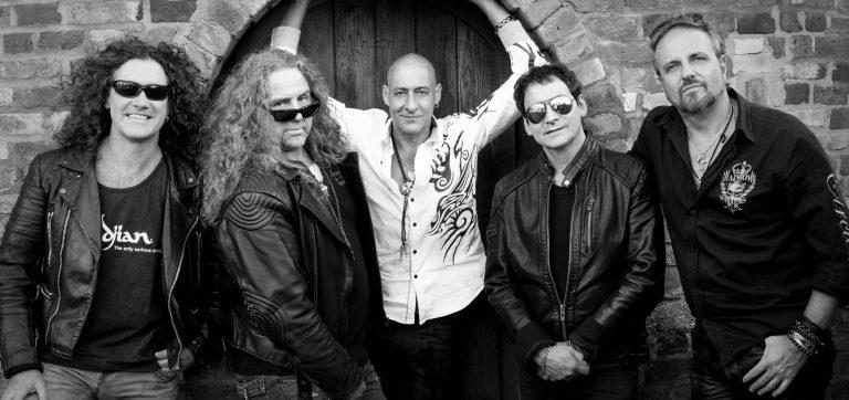 """""""Legacy """" e """"Gravity """", do Praying Mantis, já estão disponíveis no site da Classic Metal Records"""