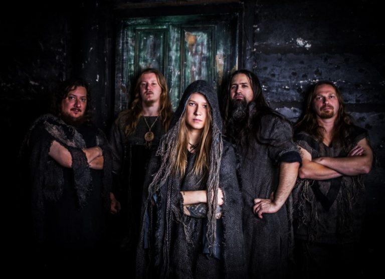"A banda russa Arkona está na estrada divulgando o novo álbum ""Life is Good"""
