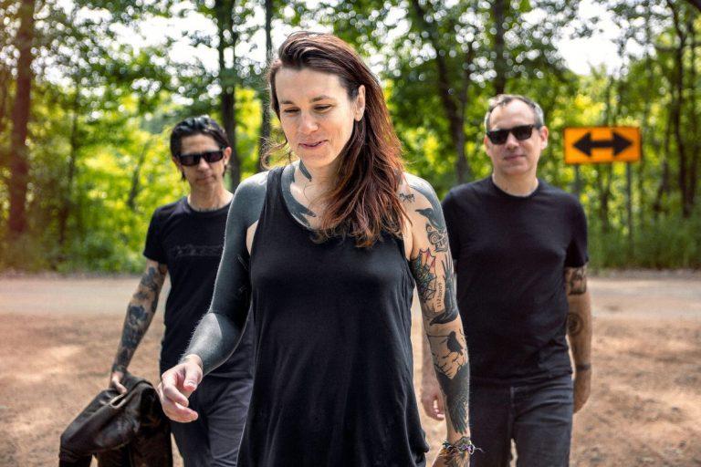 Projeto da vocalista do Against Me! inicia turnê mundial em São Paulo e Rio de Janeiro