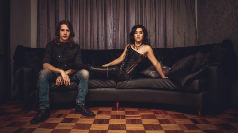 Vivs Takahashi e Marcelo Kaczorowsky tiveram o auxílio do produtor e guitarrista Raphael Gazal (Pastore, Bulletback)