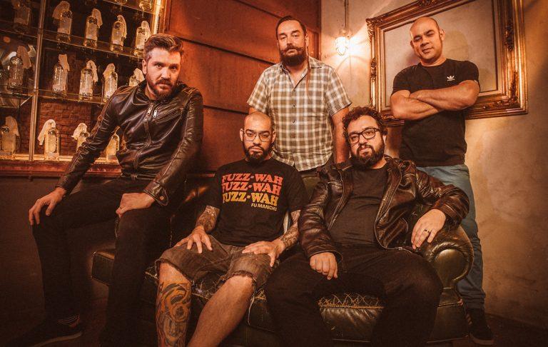 Faixas do terceiro disco da banda poderão ser ouvidas pela primeira vez nesta sexta à noite, no Molotov Bar, em São Paulo