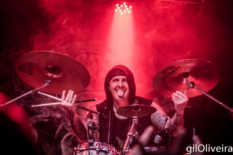 Kling, baterista que demonstrou suas habilidades ao público