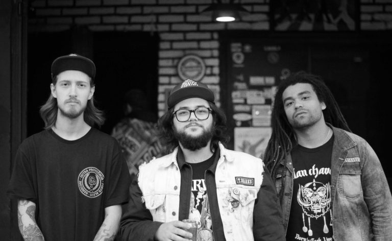 Banda de hardcore punk acaba de assinar com Collapse Agency e Electric Funeral Records