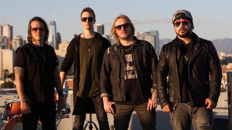 Banda radicada em Los Angeles conta com Julio Federici (King of Bones) e Mika Jaxx (Sioux 66 e React)