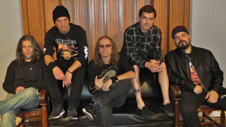 Pioneiro do metal brasileiro está finalizando o primeiro disco 'full' no estúdio Orra Meu (SP)
