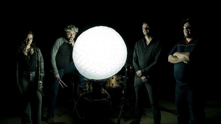 Quarteto paulista apresenta uma sonoridade autêntica, com influências de stoner, doom e pós-punk
