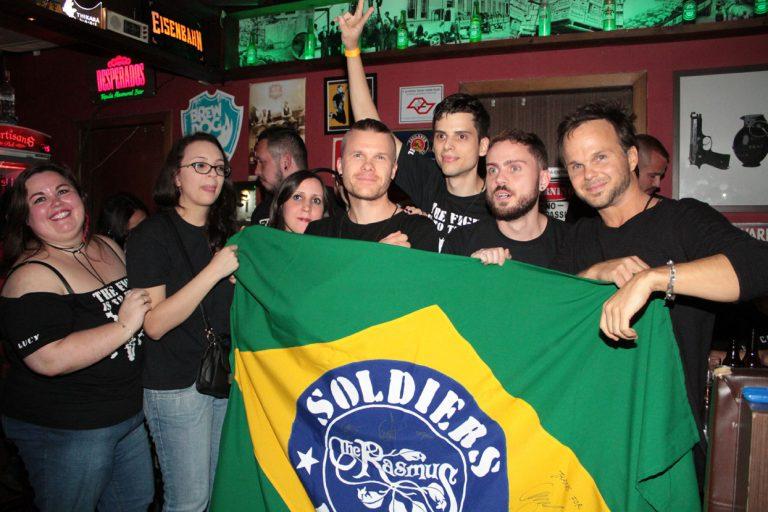 Integrantes da banda The Rasmus se encontram com os fãs em SP
