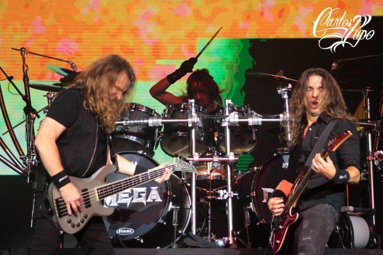 ARQUIVO - O baixista David Ellefson, o baterista Dirk Verbeuren, e o guitarrista Kiko Loureiro, do Megadeth, se apresentam no Espaço das Américas, em São Paulo, em 31 de Outubro de 2017. O show faz parte da turnê