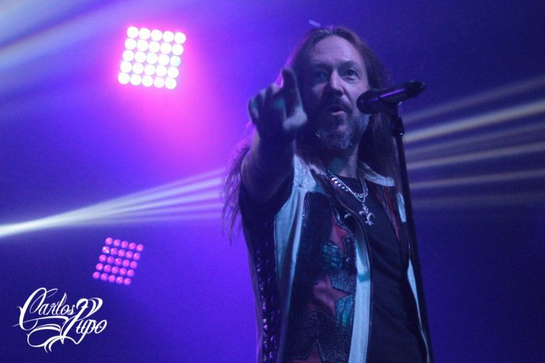 O vocalista Joacim Cans, único membro ao lado do guitarrista Oscar Dronjak a aparecer em todos os álbuns da banda