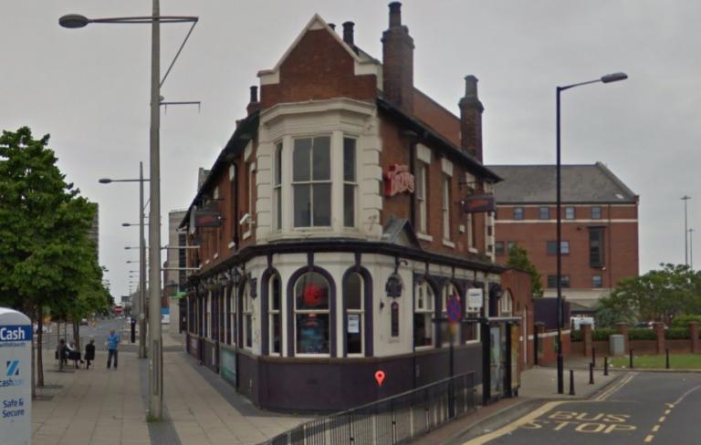 'Mulheres não podem cantar rock': o pub inglês Doctor Brown's proíbe bandas com cantoras