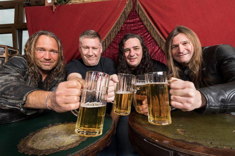 Festival de música e cerveja lota o Carioca clube