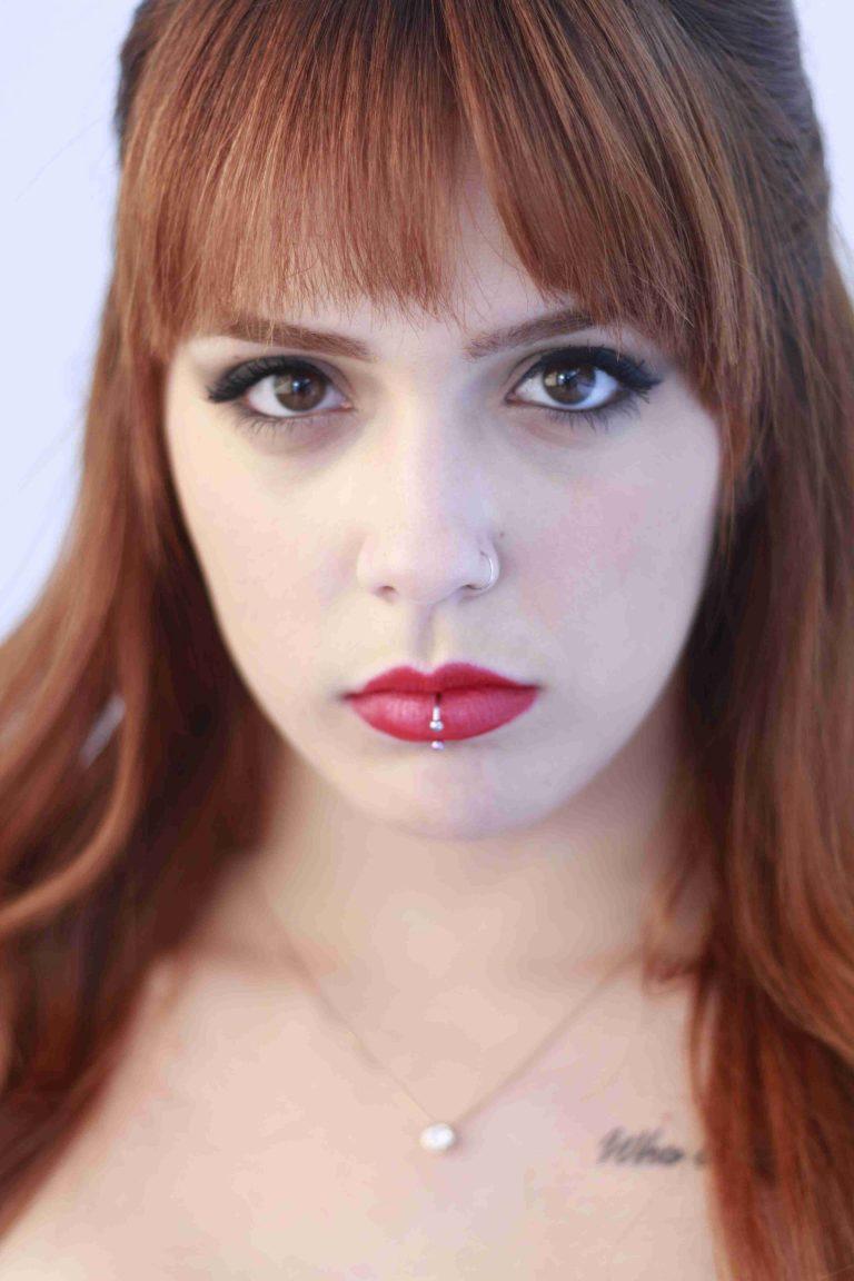 Larissa Zambon, vocalista da banda Ignispace