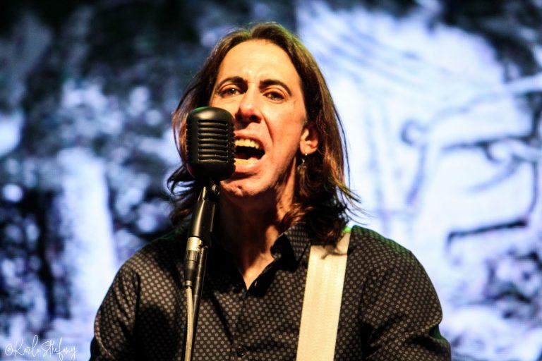 Guto Diaz, baixista e vocalista da banda The Secret Society, que abriu os shows no Horror Expo 2019