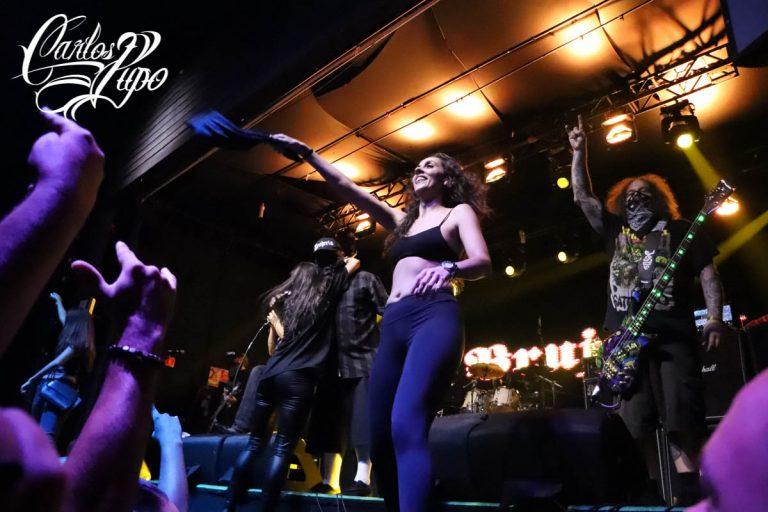 Para fechar a noite, Brujeria sobe ao palco junto com fãs que agitaram da primeira á última música