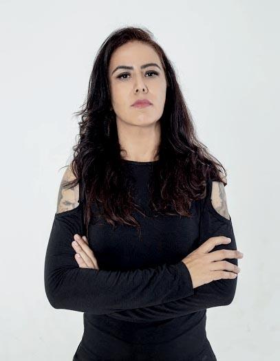 Michelle Godinho, vocalista e baixista
