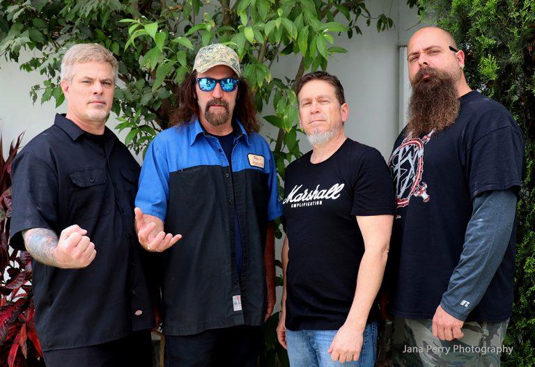 D.R.I., banda americana de crossover, liderada por Kurt Brecht e Spike Cassidy