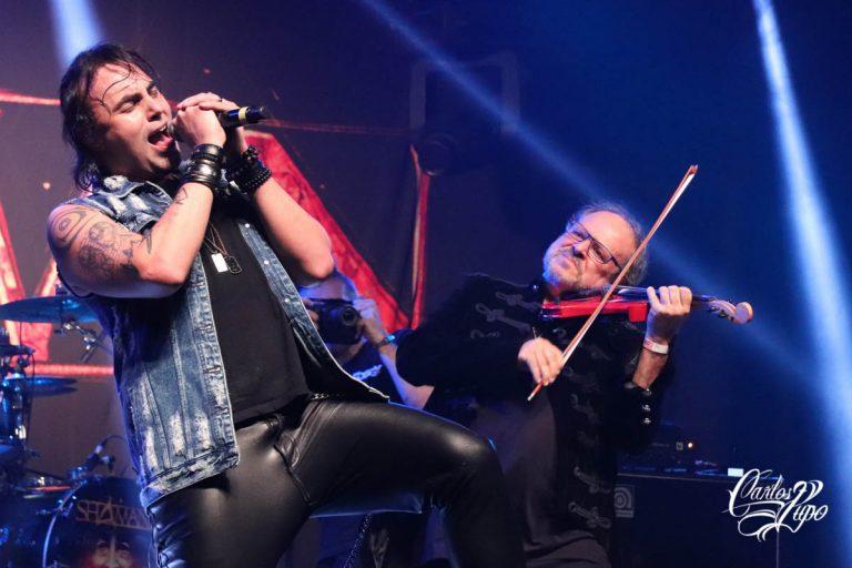 Alírio Netto (e) canta ao lado do convidado especial, o multi-instrumentista Marcus Viana