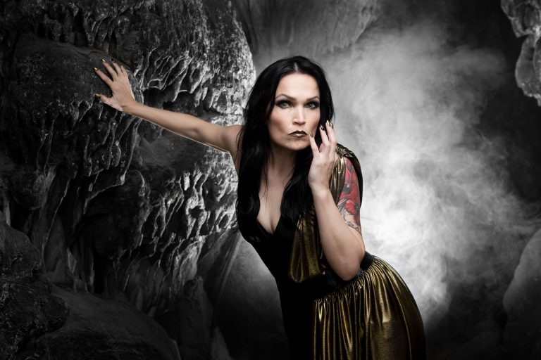 "Tarja anuncia reedição do álbum de inverno ""From Spirits and Ghosts (Score for a dark Christmas)"""