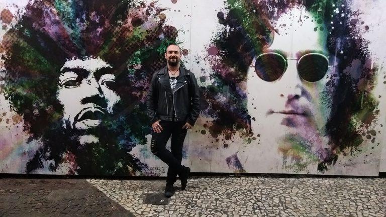 Carlos Pupo é jornalista, fotógrafo e headbanger. Trabalhou no Grupo Estado, na agência FramePhoto e na Photo Media. Escreve eventualmente para diversas publicações e fotografa shows para agências de notícia.  Atualmente coordena o site Headbangers News e trabalha na Gracenote Brasil.
