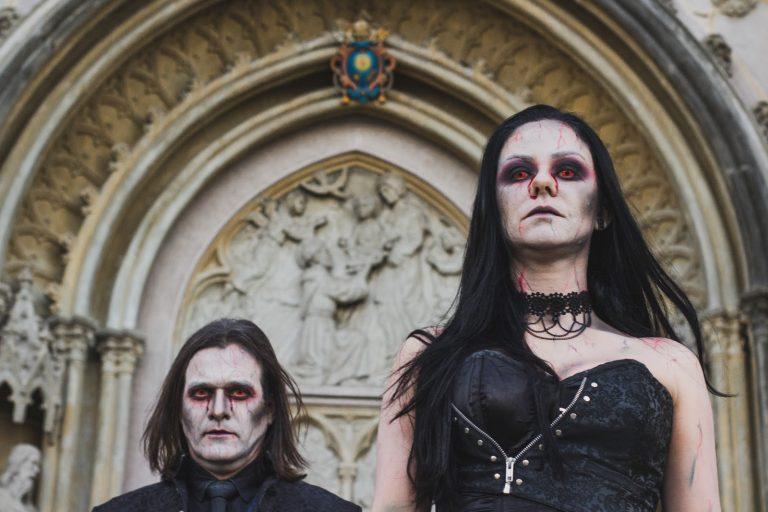 Duo traz versão de clássico do espiritismo kardecista