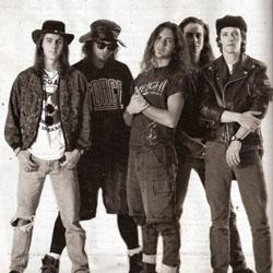"""Imagem rara do baterista que gravou """"Ten"""" e logo saiu da banda. A foto foi retirada do site oficial de Dave Krusen."""