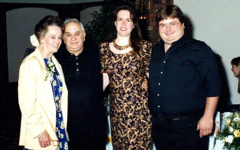 Chris ao lado de Ed e Lorraine Warren