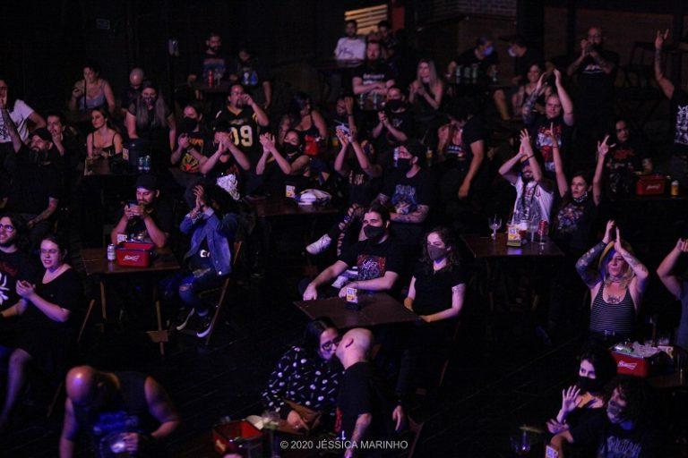Público seguindo o novo protocolo para realização de shows presenciais.