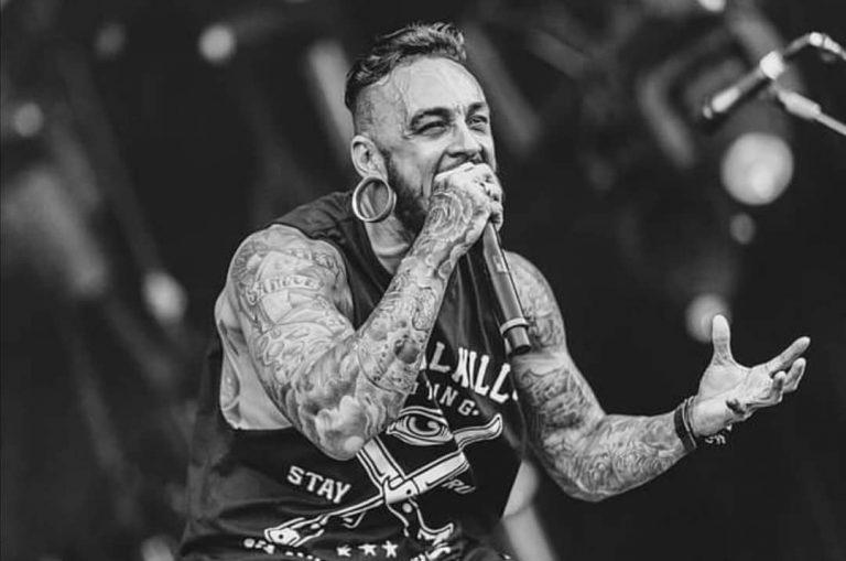 Fabio Figueiredo, ex-vocalista da banda John Wayne, morre vítima de COVID-19