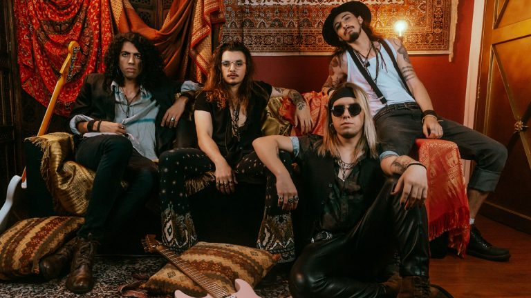 Electric Gypsy lança o lyric video 'The Devil Made Me Do It'