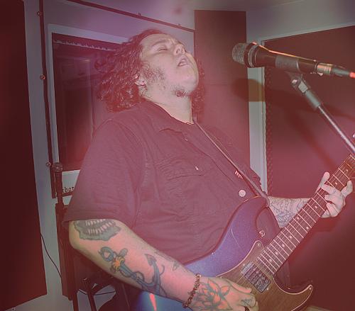 Guilherme Sezoski, vocalista e guitarrista