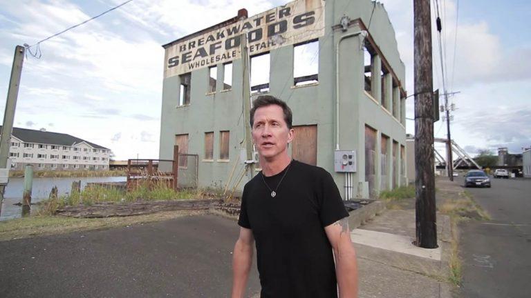 Morre aos 55 anos Mike Howe, vocalista do Metal Church