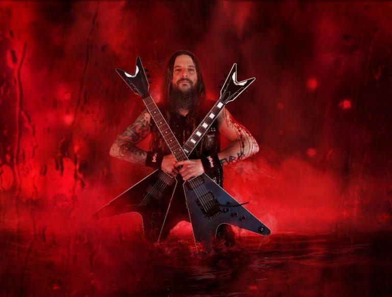 Martin Furia, que assume a guitarra no Destruction