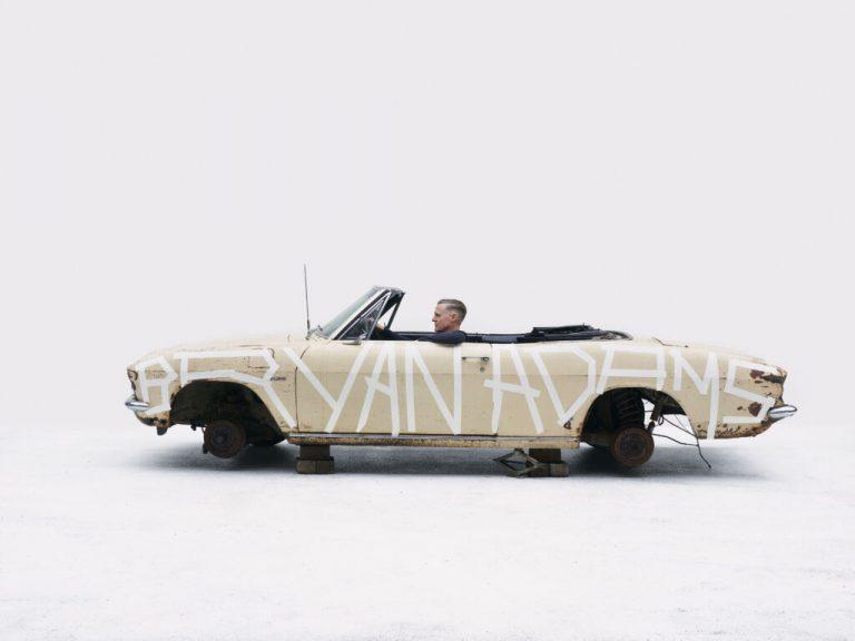 Bryan Adams se inspira no rock dos anos 60 em single e clipe 'So Happy It Hurts'